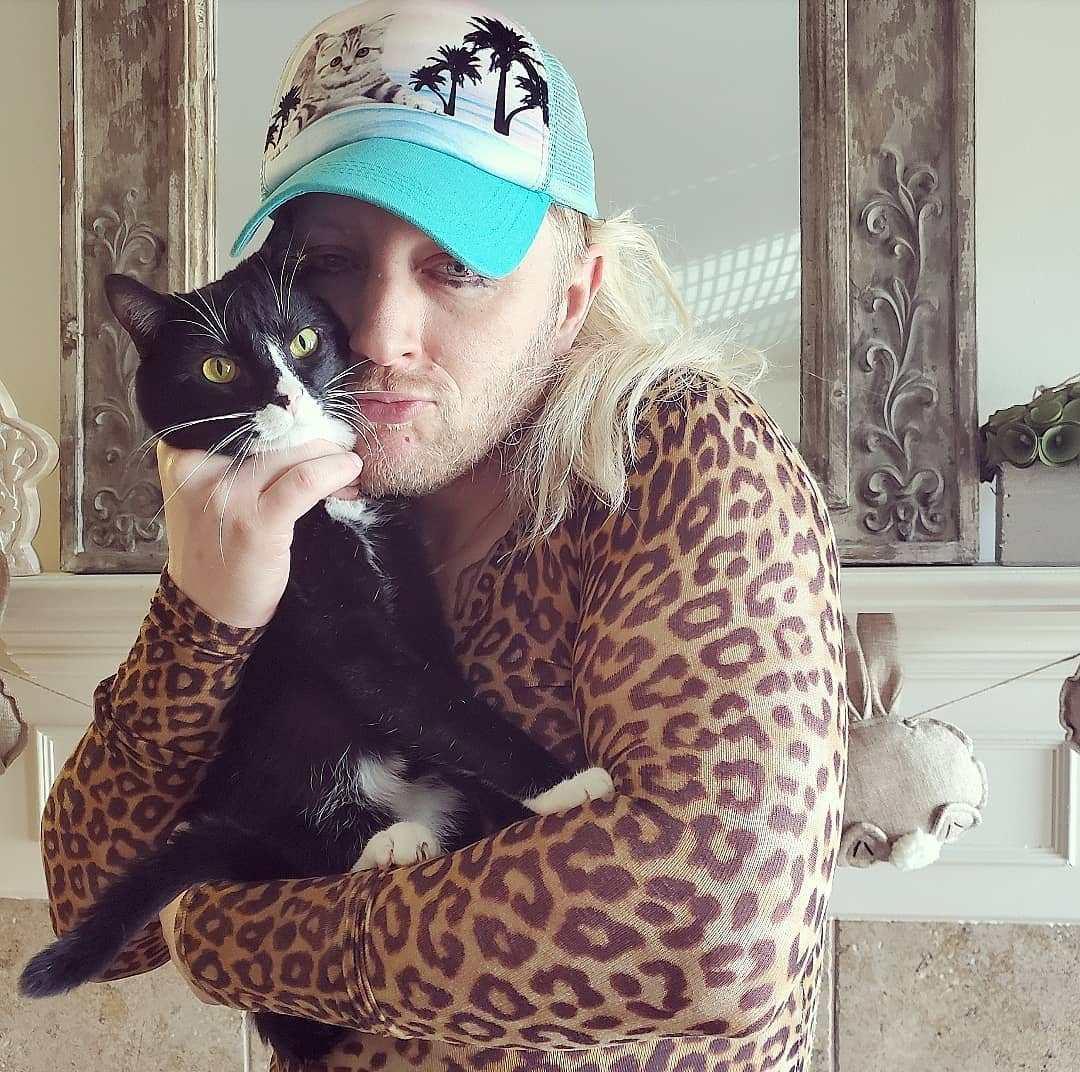 Los fanáticos de Tiger King usan a sus mascotas como sustitutos de los grandes felinos