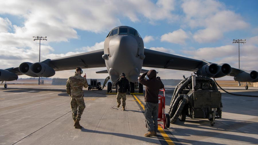 El Comando Central de EE. UU. Compartió fotos de los aviones cargados y cerrados