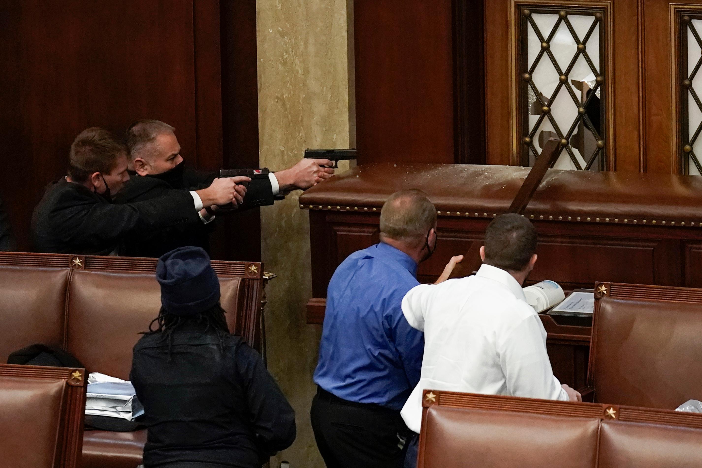 Los legisladores tuvieron que correr por sus vidas durante la 'insurgencia'