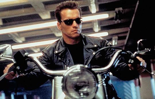El actor de Terminator utilizó la clásica línea de la película 'Ven conmigo si quieres vivir'. para compartir noticias de su inoculación Covid en las redes sociales