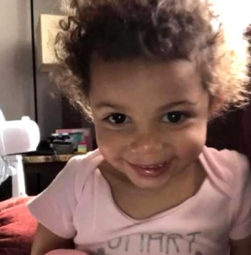 Paisleigh Williams, de 2 años, murió en el hospital por las brutales heridas que supuestamente le infligieron su padre y su novia.